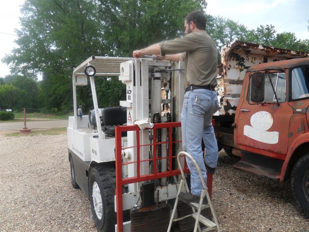 Allis-Chalmers Forklift Cylinder Repair (2/6)