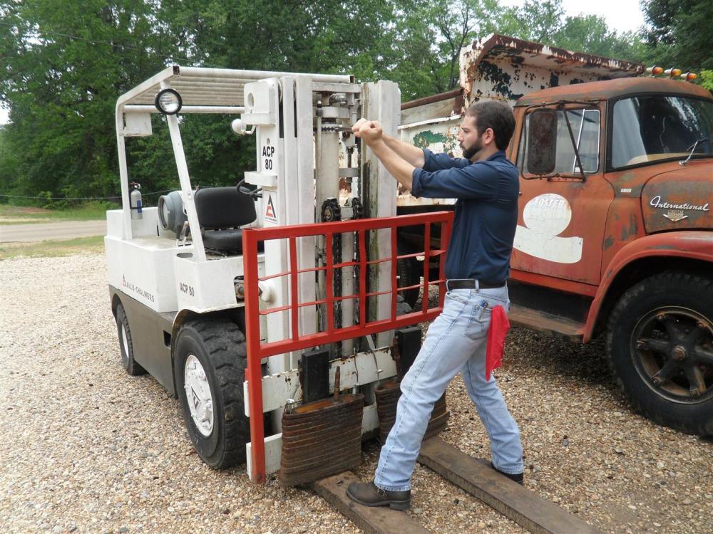 Allis-Chalmers Forklift Cylinder Repair (4/6)